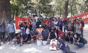 """Olla común de la Central Clasista en apoyo a la """"primera línea"""" es hostigada por parte de Carabineros en Plaza de la Dignidad"""