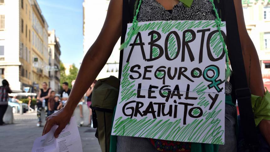 Casa Rosada enfrenta a la Iglesia Católica por el aborto