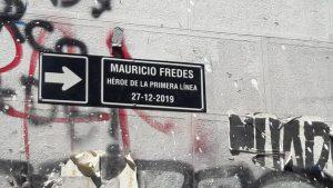 Cambian nombre de calle en homenaje a Mauricio Fredes en la Plaza de la Dignidad