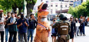 Ni los dinosaurios se escapan de la represión del Estado