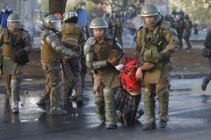 Telesur Chile: Cientos de jóvenes están presos por participar en protestas