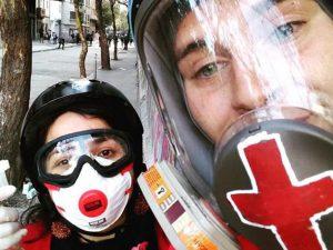 Los rescatistas chilenos que salvan manifestantes en la línea de fuego