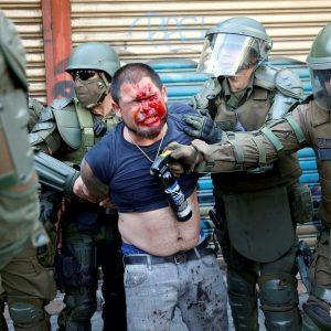 """Mientras los partidos políticos de mierda acuerdan la """"paz"""" entre compadres, brutal represión en Plaza de la Dignidad al pueblo que lucha"""