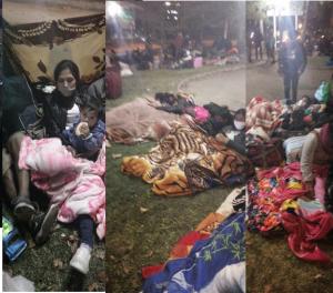 Bolivianos a la intemperie fuera del consulado de su país en Santiago