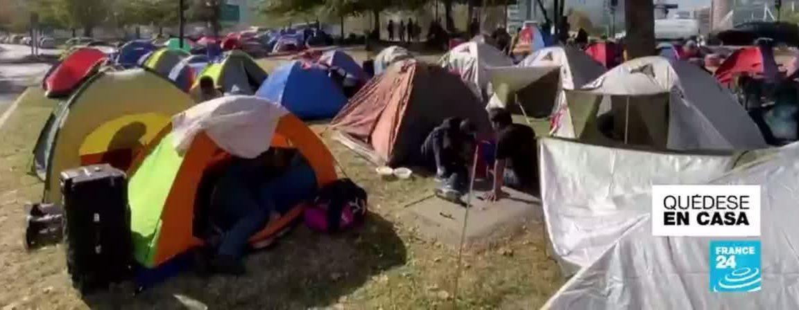 Noticias 01 de Junio, cientos de extranjeros acampando frente a recintos diplomáticos en santiago …..….escuche Radio El Rodriguista