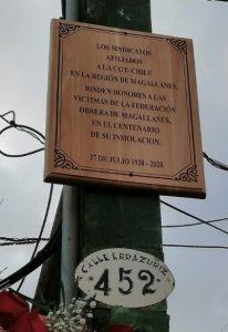 A 100 años de la quema y matanza en la sede de la FOM, la CGT coloca placa recordatoria en homenaje a las decenas de obreros asesinados (vídeo)