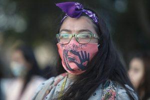 Mujeres de distintas agrupaciones feministas salieron a manifestarse por las calles de Quilpué en contra de la violencia hacia la mujer (fotos)