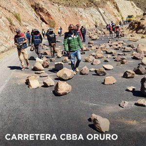 Bloqueo de caminos en Bolivia exigiendo elecciones el 6 de septiembre (fotos)