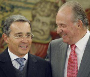 Rey Juan Carlos I y Álvaro Uribe Vélez: Intentaron acallar a Hugo Chávez y no pudieron, hoy presos o prófugos por corrupción