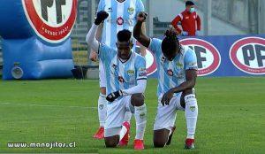 En Chile, dos jugadores de Magallanes, el haitiano Ricardo Ade y el colombiano Yorman Zapata, le rindieron un tributo a todas las víctimas del racismo