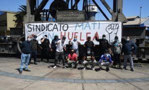 Noticias 08 octubre.  Huelgas. Un mes lleva la huelga del Puerto de Antofagasta, hoy comienza la huelga de Minera Calendaría; Trabajadores de la posta Central en la calle…………..….Escuche Radio El Rodriguista.