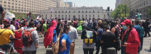 Noticias 18 noviembre. Varias movilizaciones y protestas en el centro de Santiago; Minera Candelaria continuará en huelga de carácter indefinido; Por el delito de cohecho son formalizados tres oficiales de Carabineros de la Sexta Comisaría de Recoleta....………Escuche Radio El Rodriguista.